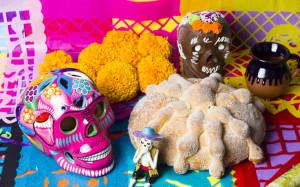 ofrenda-pan-y-calaverita--festival-dia-de-muertos